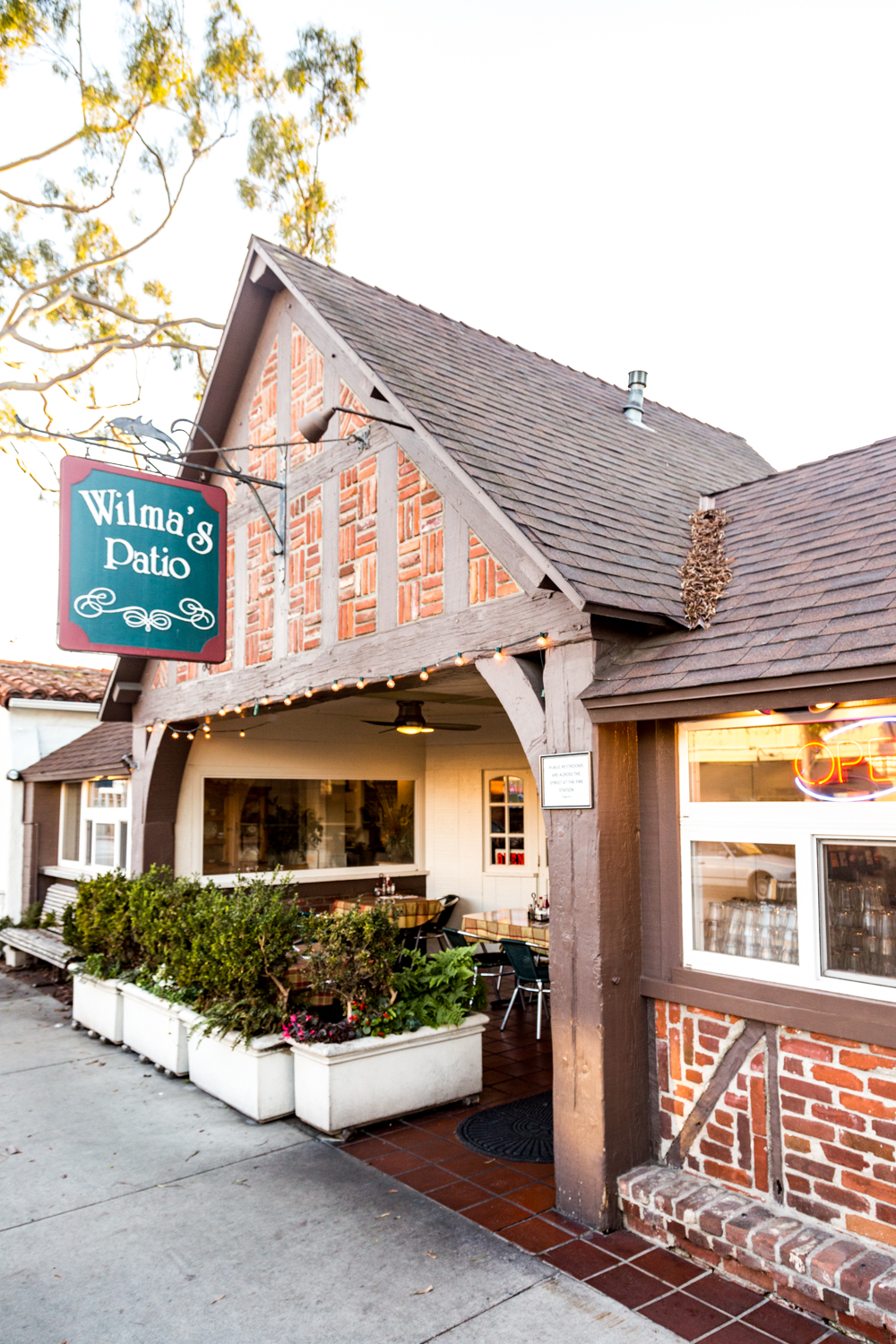 Wilma S Patio The Best Casual Neighborhood Eats In Newport Beach Come For The Food Stay For The Family